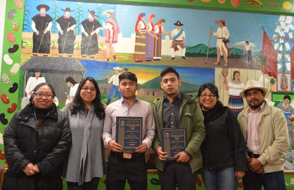 Presentan examen de Titulación egresados de Lengua y Cultura