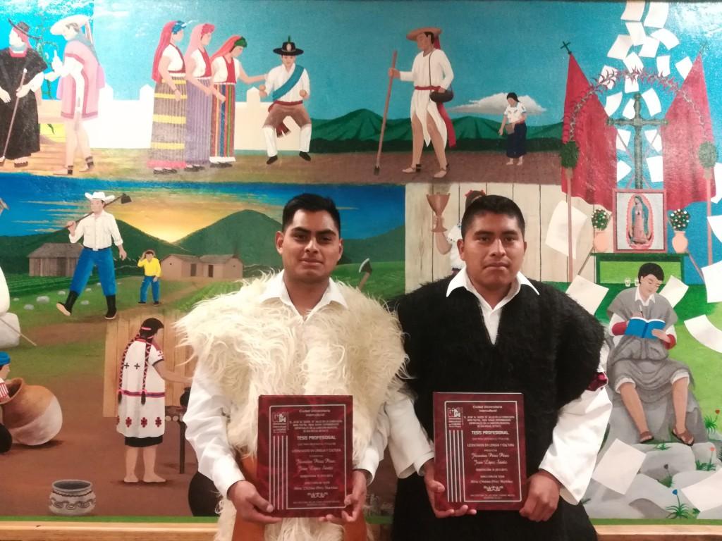Egresados de Lengua y Cultura presentan examen de Titulación
