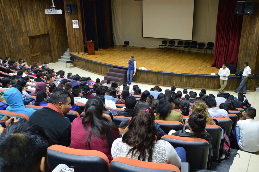 Unich atiende necesidades de estudiantes