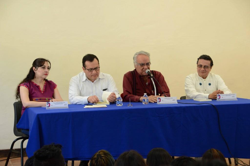 Enrique Cuellar ofrece conferencia en la UNICH