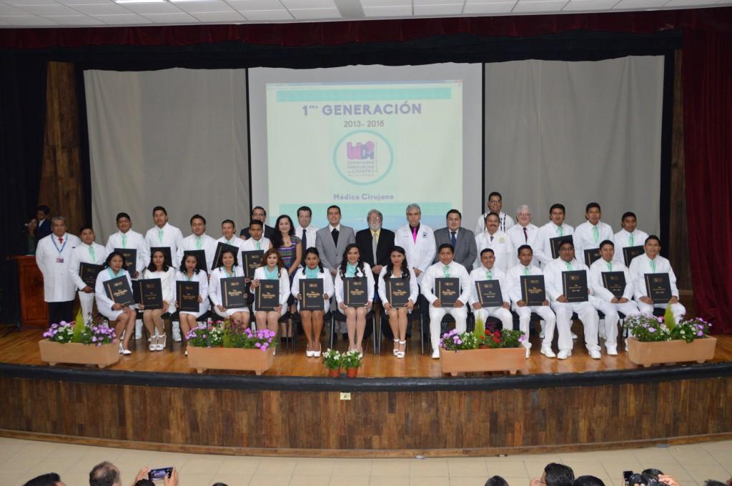 Egresa UNICH primera generación de Médicos Cirujanos